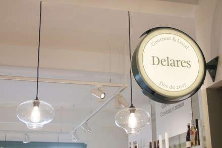 Iluminación y señalética: Oficinas y Tiendas de estilo  de ALBERT SALVIA dissenyador d'interiors