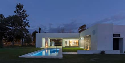 modern Pool by D'Odorico Arquitectura & Obras