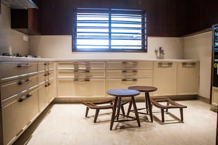KITCHEN:  Built-in kitchens by DESIGNER'S CIRCLE