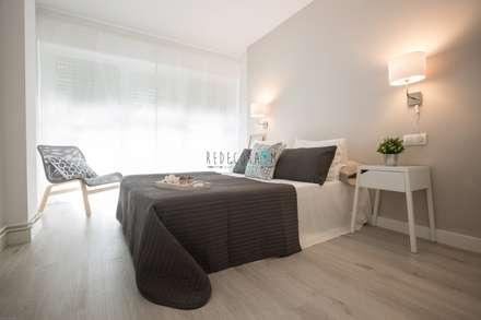 DORMITORIO: Dormitorios de estilo escandinavo de Redecoram Home Staging