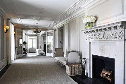 Villa Maria:  Corridor & hallway by andretchelistcheffarchitects