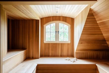 Villa Maria:  Sauna by andretchelistcheffarchitects