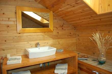 RUSTICASA | Casa de exposição | Vila Nova de Cerveira: Casas de banho rústicas por Rusticasa