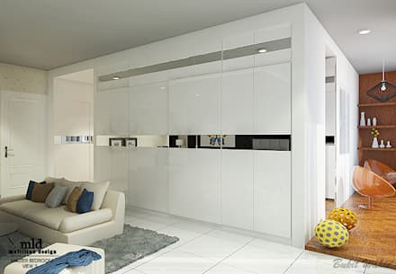 Master Bedroom Semarang - Bukit Wahid Regency:  Ruang Ganti by Multiline Design