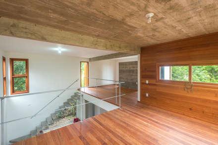 جدران و أرضيات تنفيذ A+R  arquitetura