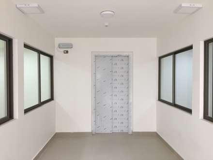 : Edificios de Oficinas de estilo  por Área Urbana Arquitectos SpA