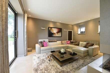 Mr & Mrs McIver: modern Living room by Diane Berry Kitchens