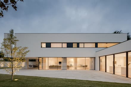 Single family home by HUGO MONTE | ARQUITECTO