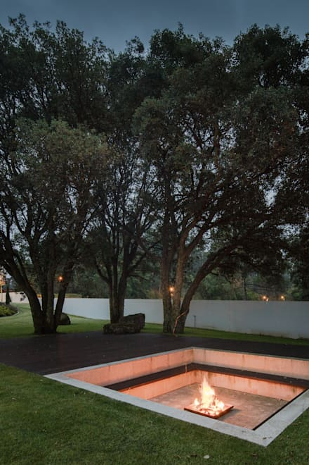 Jardines zen de estilo  por HUGO MONTE | ARQUITECTO
