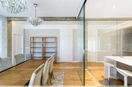 Portas de vidro  por TALLER VERTICAL Arquitectura + Interiorismo