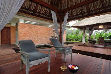 Temuku Ubud:  Hotels by WaB - Wimba anenggata architects Bali