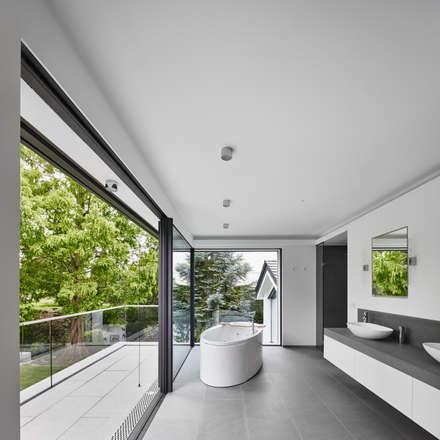 Master Bathroom: minimalistische Badezimmer von BENJAMIN VON PIDOLL I ARCHITEKTUR