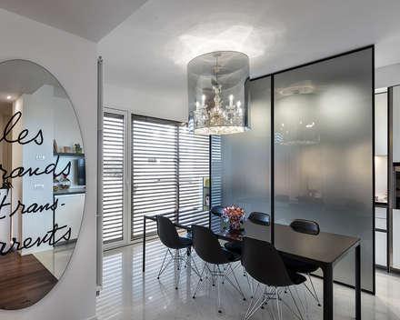 Ristrutturazione casa a schiera: Sala da pranzo in stile in stile Minimalista di Arch. Antonella Laruccia