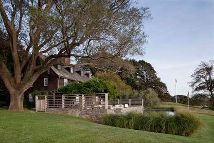 Shelter Island Pool & Terrace: modern Garden by andretchelistcheffarchitects