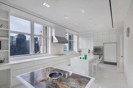 Park Avenue Duplex: modern Kitchen by andretchelistcheffarchitects