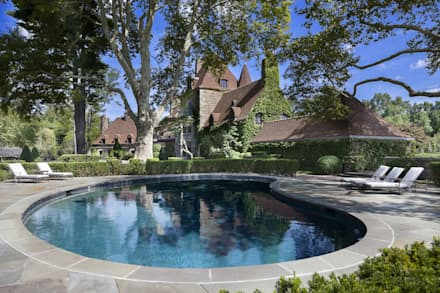 Round Hill Estate:  Garden Pool by andretchelistcheffarchitects