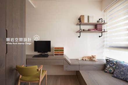 Oficinas de estilo minimalista por 顥岩空間設計