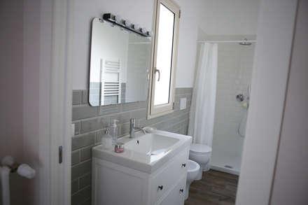 Villa 130mq stile Industrial - Shabby: Bagno in stile in stile classico di T_C_Interior_Design___
