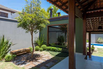 Jardines de estilo topical por Le Jardin Arquitectura Paisagística