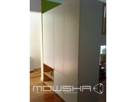 Zona de arrumação na parte posterior da estrutura.: Berçários  por Mowsha tek Design Lda