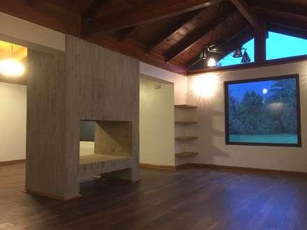 Remodelación Casa Mallarauco: Livings de estilo rural por ARCOP Arquitectura & Construcción