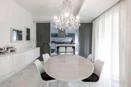 Sala da pranzo: Sala da pranzo in stile in stile Minimalista di Morelli & Ruggeri Architetti