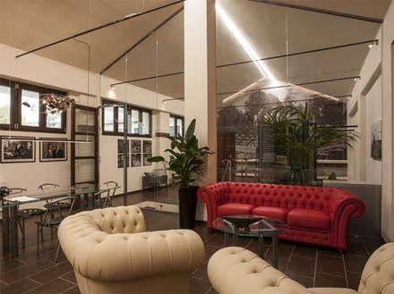 Parete divisoria in cristallo, h. metri 6.: Complessi per uffici in stile  di Officine Locati
