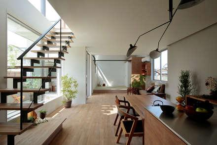 玉村の家: arc-dが手掛けた廊下 & 玄関です。