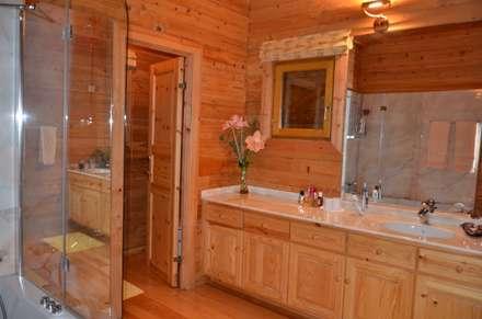 RUSTICASA | Casa da Caniçada | Terras de Bouro: Casas de banho rústicas por Rusticasa