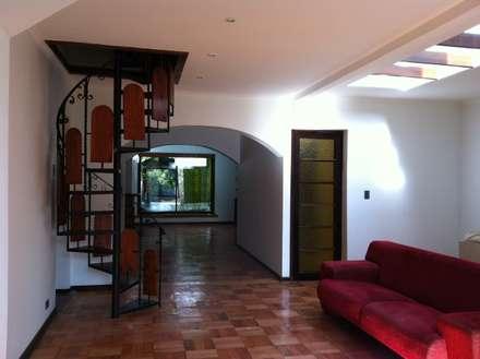 Remodelación Casa Arratia: Pasillos y hall de entrada de estilo  por ARCOP Arquitectura & Construcción