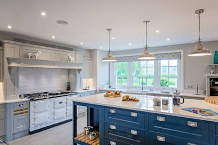 Mr & Mrs G, Kitchens - Maidenhead: classic Kitchen by Raycross Interiors