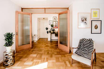 NS: Pasillos, hall y escaleras de estilo  por Iragüen Viñuela Arquitectos