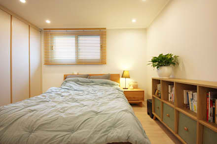 광장동 32평 내츄럴 홈스타일링: homelatte의  침실
