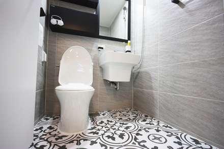 광장동 32평 내츄럴 홈스타일링: homelatte의  화장실