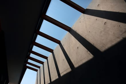 Roof by TEKTON | テクトン建築設計事務所