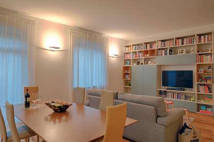 perfect fit: Sala da pranzo in stile in stile Minimalista di studio ferlazzo natoli