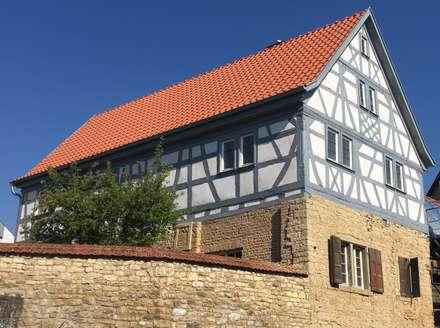 Fassade Fachwerkhaus:  Einfamilienhaus von Architekturbüro Kornmayer