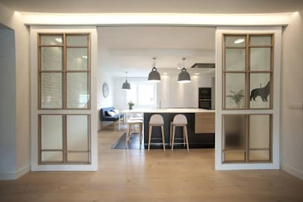 top best reforma de vivienda en madera blanco y tonos azules cocinas de estilo clsico de with cocinas clasicas de madera with cocinas blancas clasicas - Cocinas Clasicas Blancas