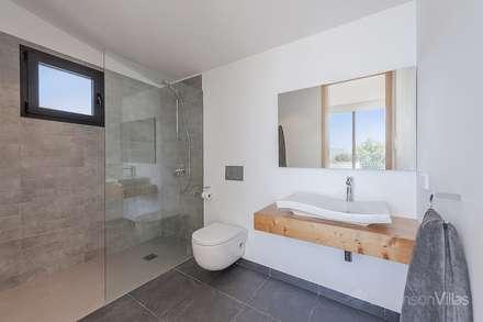 Vivienda en Alcudia: Baños de estilo moderno de Diego Cuttone - Arquitecto