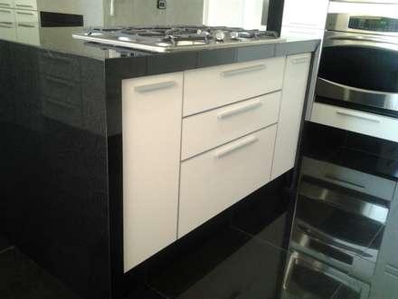 Remodelación de cocina: Muebles de cocinas de estilo  por J.H. Novoart E.I.R.L.