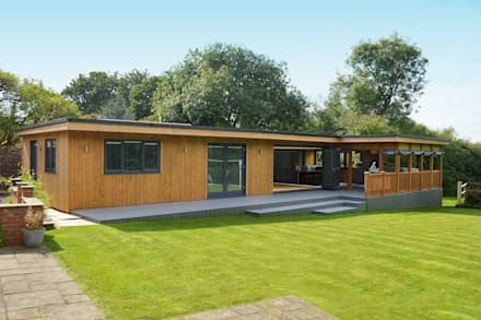 Bespoke Garden Room including study, gym, entertainment area, hot tub and BBQ area with viewing deck: minimalistic Garden by Crown Pavilions