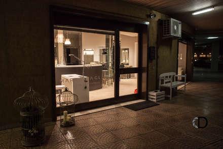 HAIR SPA: Spazi commerciali in stile  di SMartSTUDIO