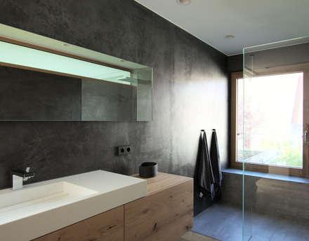 Wohnhaus M, Elternbad: moderne Badezimmer von Architekten Lenzstrasse Dreizehn