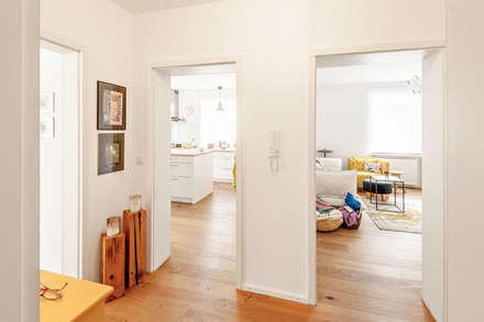 Stadthaus Rosenheim:  Flur & Diele von Architekturbüro Schaub