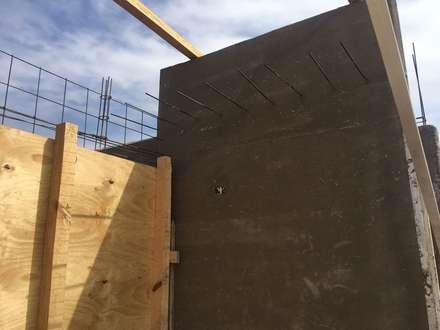 Casa SC: Puertas de estilo  por Development Architectural group