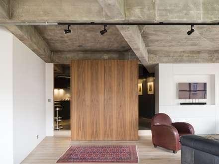 Haus2 in London: rustikale Arbeitszimmer von Wars-Stol