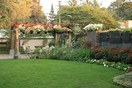 Residential Landscape :  Front yard by Artistic Design Works