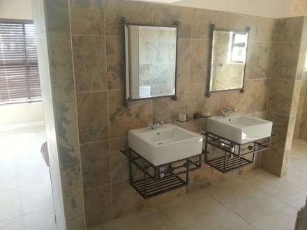 Honeydew: modern Bathroom by A Fox Construction SA Pty Ltd