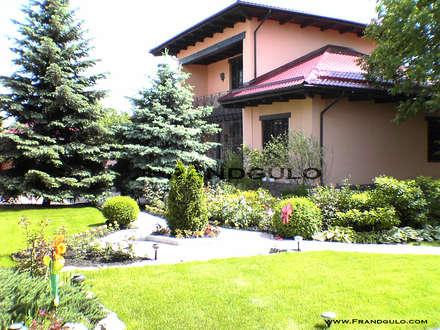 Ландшафтный дизайн современного особняка: Дома на одну семью в . Автор – Frandgulo