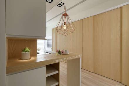 台南_住宅空間_德和大邁:  走廊 & 玄關 by Moooi Design 驀翊設計